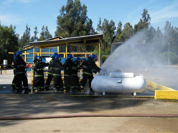 CURSO CONTROL DE FUGA CON GASES COMBUSTIBLES E HIDROCARBUROS MEDIANTE USO DE ESPUMA ANB.