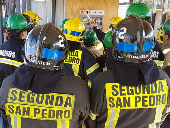 VOLUNTARIOS SEGUNDA SAN PEDRO SE CAPACITAN EN RIESGOS ELÉCTRICOS.